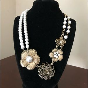 FLOWER Statement Necklace Flowers Pearls Crystals